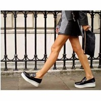 Giày bánh mì da bóng kim loại ngang màu đen