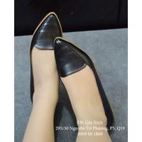 Giày búp bê mũi nhọn cắt lazer màu đen-GX259