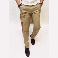 Quần kaki nam màu kem bò dành cho nam trẻ trung, cá tính