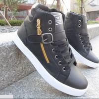 Giày nam bata dây kéo vàng 1 khóa màu đen