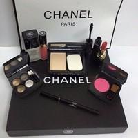 Bộ mỹ phẩm trang điểm Chanel - siêu sang chảnh