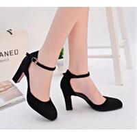 Giày cao gót đế vuông mũi tròn
