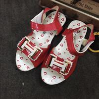 Giày hở mũi bé gái khóa H GBG22