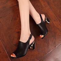 Giày cao gót hở mũi gót vàng