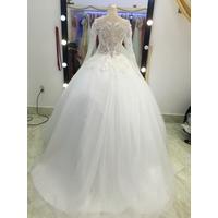 áo cưới tay dai hở lưng ren hoa văn