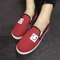Giày slip on mặt cười màu đỏ VV66
