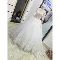 áo cưới tay dài ren hoa văn đuôi chân ren