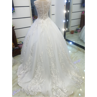 áo cưới trắng cúp ngực chân ren tung phồng