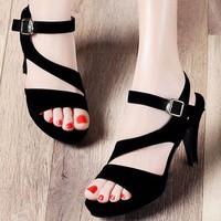 Giày cao gót Nhung đen cách điệu