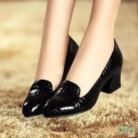 Giày gót vuông vân cá sấu Mochi