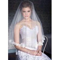lúp áo dài cưới phủ chùm đuôi chân ren