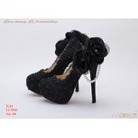 Giày cao gót bít mũi chất  ren có đính hoa