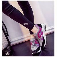 Giày sneaker bata IU