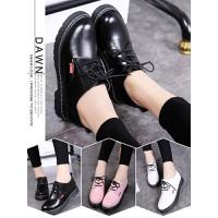 Giày nữ phong cách cá tính