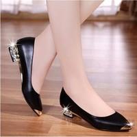 Giày gót đính đá sang trọng