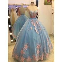 áo cưới cúp xanh chân ren đuôi dài