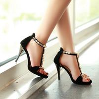 Giày cao gót đính ngọc trai