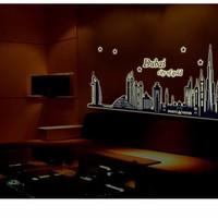 Decal dán tường dạ quang Dubai