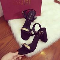 Giày gót vuông quai đồng tiền thời trang - LN761