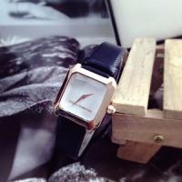 Đồng hồ nữ D-G dây da mặt vuông nu37