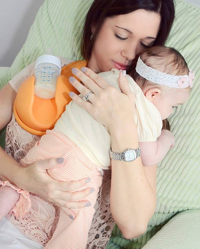 Dụng cụ giữ bình sữa hand free baby bottle holder