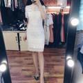 Váy ren họa tiết