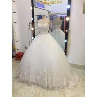 áo cưới cup ren hoa văn trắng đuôi dai 1m5