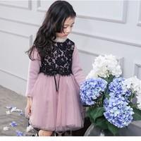 Váy ren hoa bé gái