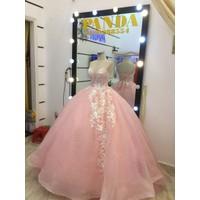 áo cưới cúp ren trắng hồng tung phồng to chụp hình xinh đẹp