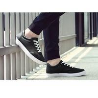 Giày bata cổ ngắn viền chỉ màu đen