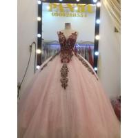 áo cưới hồng ren nỏii hoa pastel