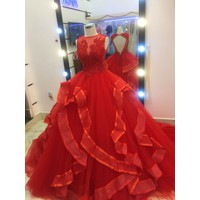 áo cưới đỏ hở lưng sale mạnh nhé,giá đã sale,đuôi dài 1m