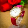 Đồng hồ nữ hoa văn đính đá dây da TRẮNG-HỒNG