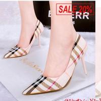 Giày nữ burberry phong cách dịu dàng nữ tính