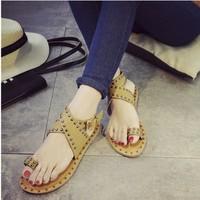 Giày sandal bệt xỏ ngón nạm đá