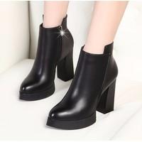 Giày boots đế vuông da trơn mũi nhọn BNDV02