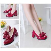 Giày loafer đế vuông đính nơ màu đỏ