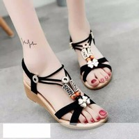 Giày sandal đế thấp nữ quai chéo đính hoa - LN1388