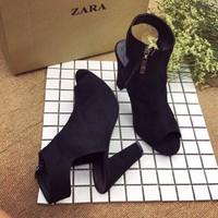 giày gót vuông dạng boot