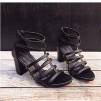 giày gót vuông chiến binh