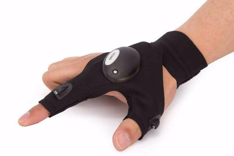 Găng tay có đèn LED hỗ trợ sửa chữa nơi thiếu sáng