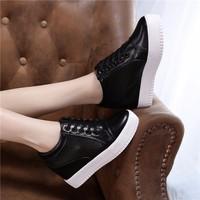 Giày bata độn da trơn cổ ngắn màu đen