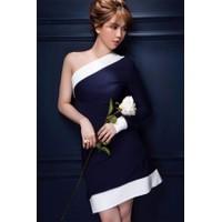 Đầm xòe Ngọc Trinh kiểu lệch vai viền trắng