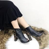 giày bốt gót vuông