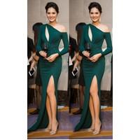 Đầm dạ hội xanh khoét ngực