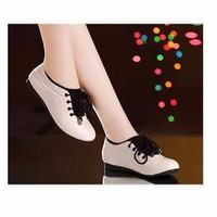 Giày thể thao êm chân màu Kem TAG2801