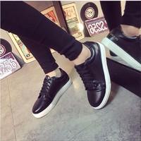 Giày bata da trơn cổ ngắn màu đen