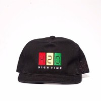 Mũ snapback D-hustle 420 đen M013