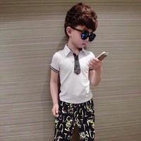 Bộ bé trai áo cổ trụ quần jean thun in họa tiết