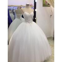 áo cưới cúo ngực kết hạt ngọc trai xinh sang trọng
